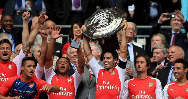 arsenal-captain-mikel-arteta-celebrates-with-the-trophy-during-community-shield 3188342