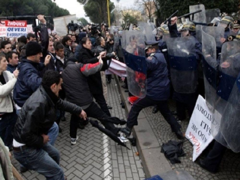 Βίντεο-σοκ με τη δολοφονία του Αλβανού διαδηλωτή