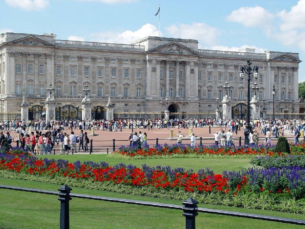 Ποδηλατώντας στο παλάτι