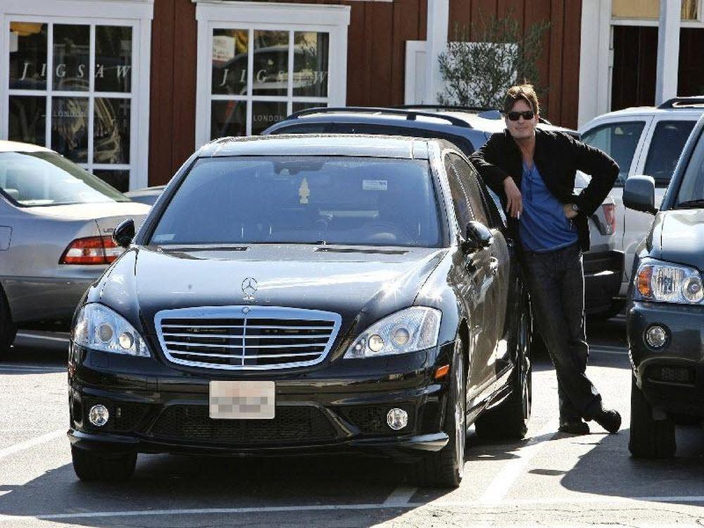 Ο Τσάρλι Σιν και τα αυτοκίνητα