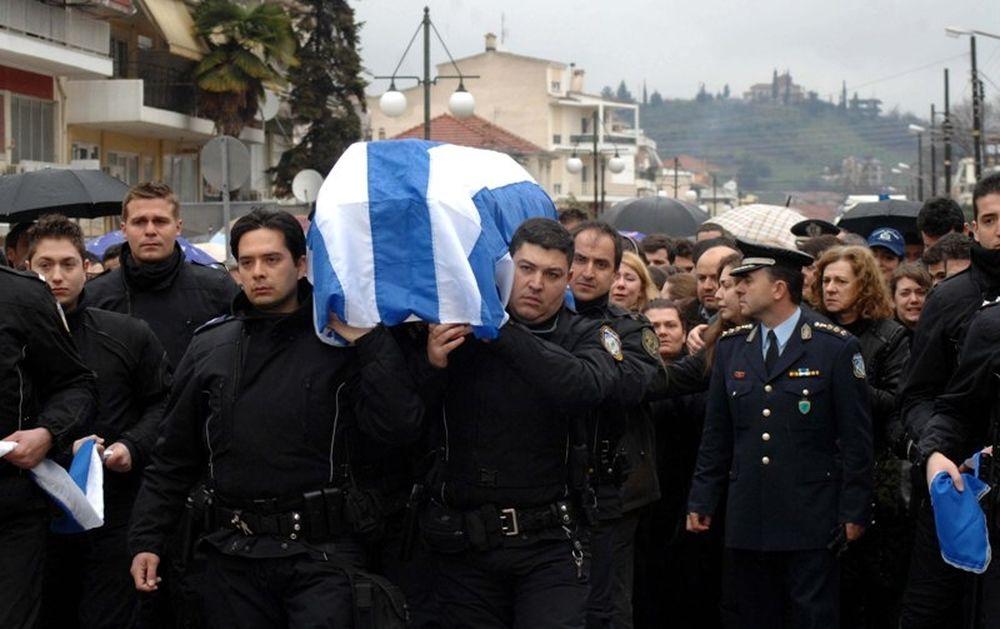 Oργή και οδύνη στις κηδείες