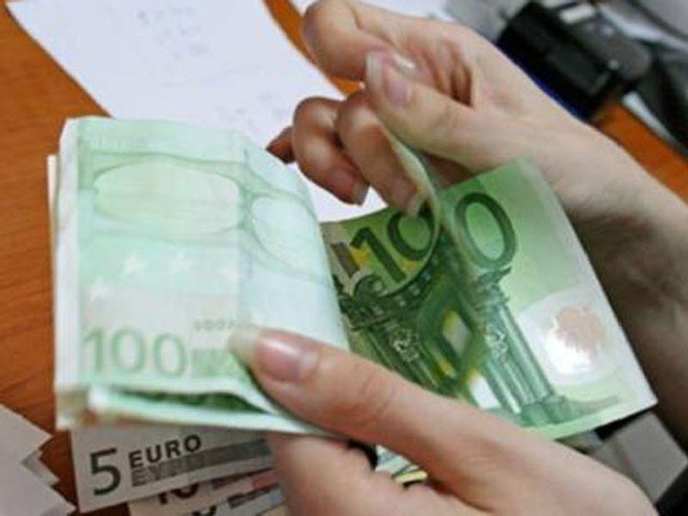 Λιγότερα δάνεια το 2011