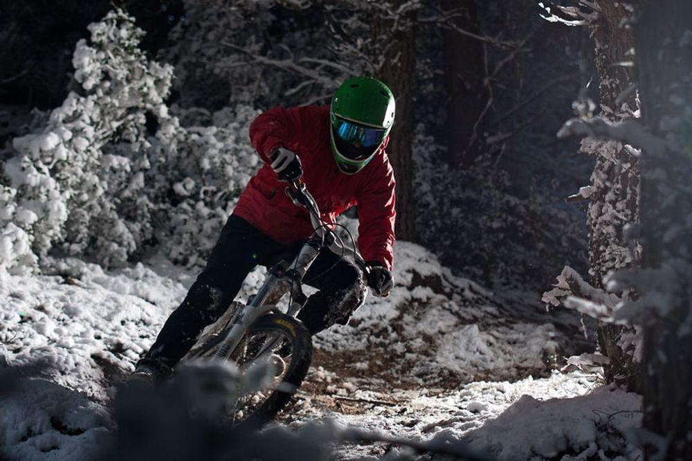Ποδήλατο στον χιονισμένο Υμηττό