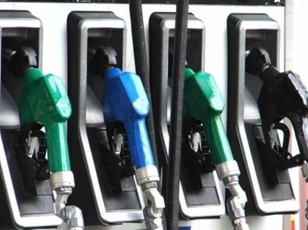 Υποχωρεί η τιμή της βενζίνης