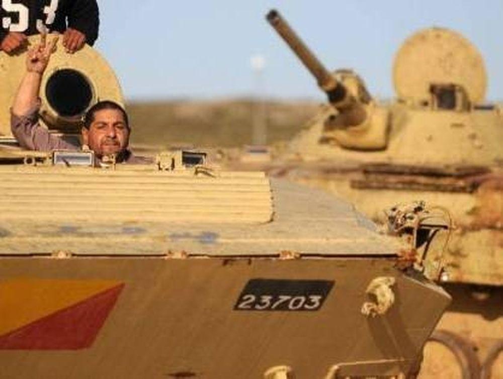 Ο Καντάφι «απαντά» με επίθεσεις