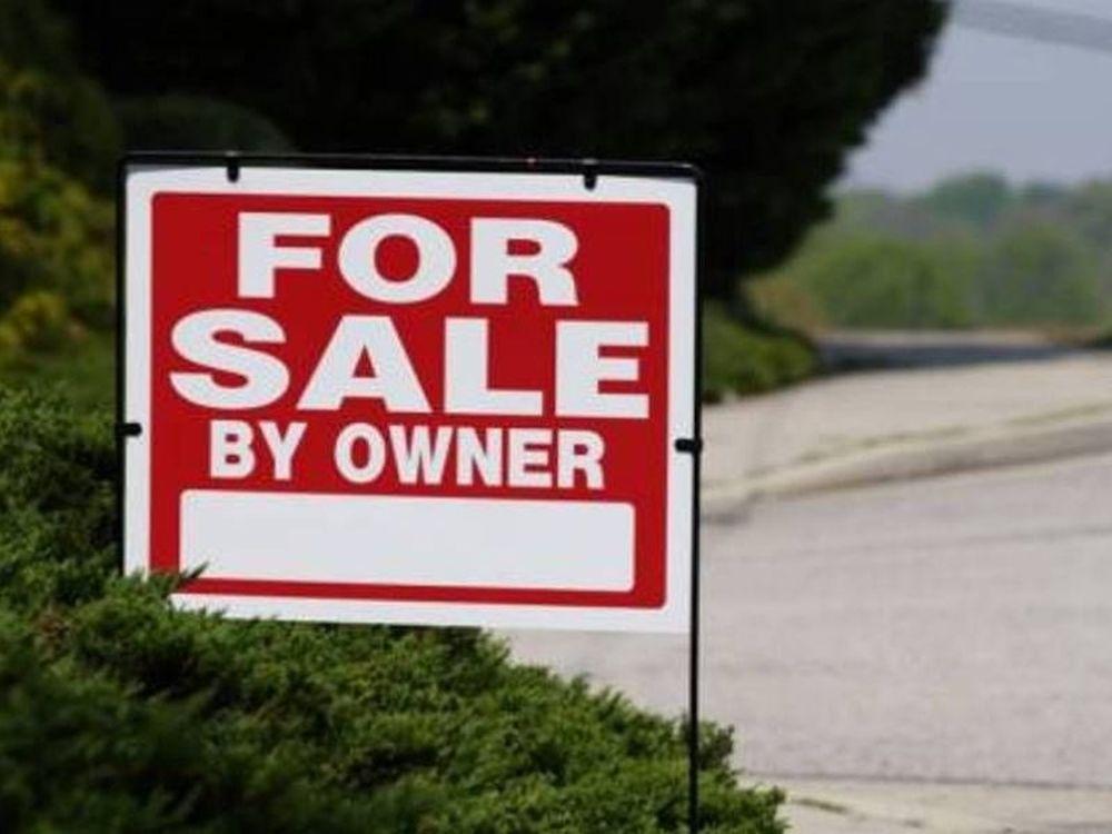 Bloomberg: «Πουλήστε γη»