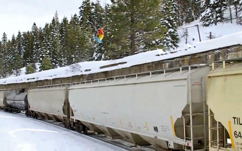 Η τρέλα πάει... πάνω απο τρένα