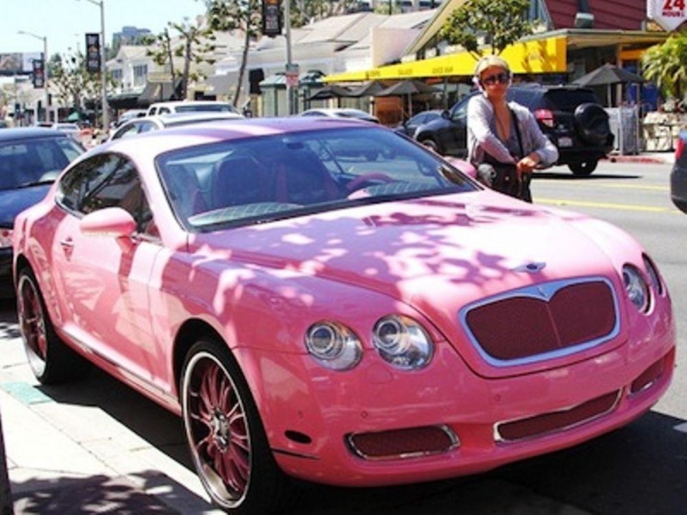 Η Πάρις Χίλτον και η ροζ Bentley