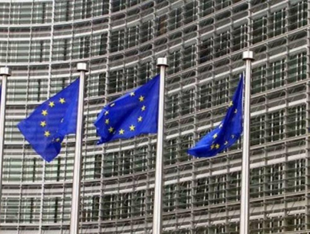 Οι Βρυξέλλες απειλούν την Αθήνα