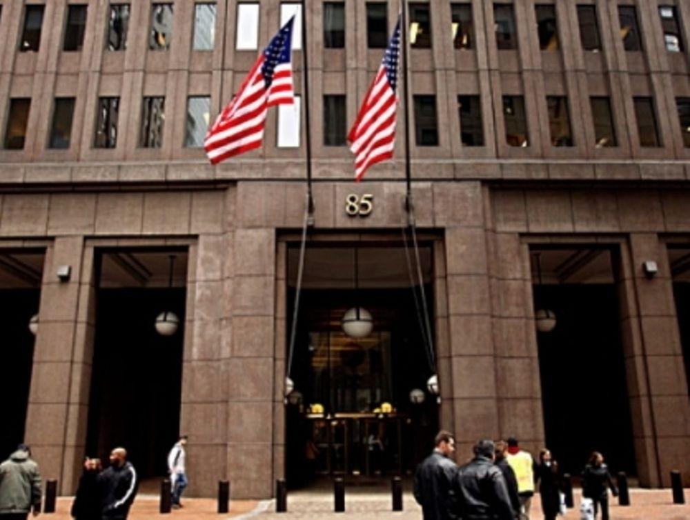 Αναδιάρθρωση χτυπά τράπεζες
