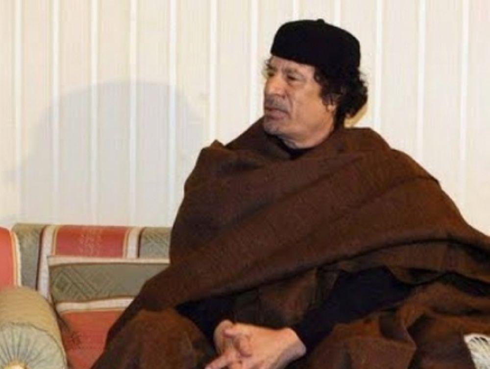 Zωντανός ο Καντάφι