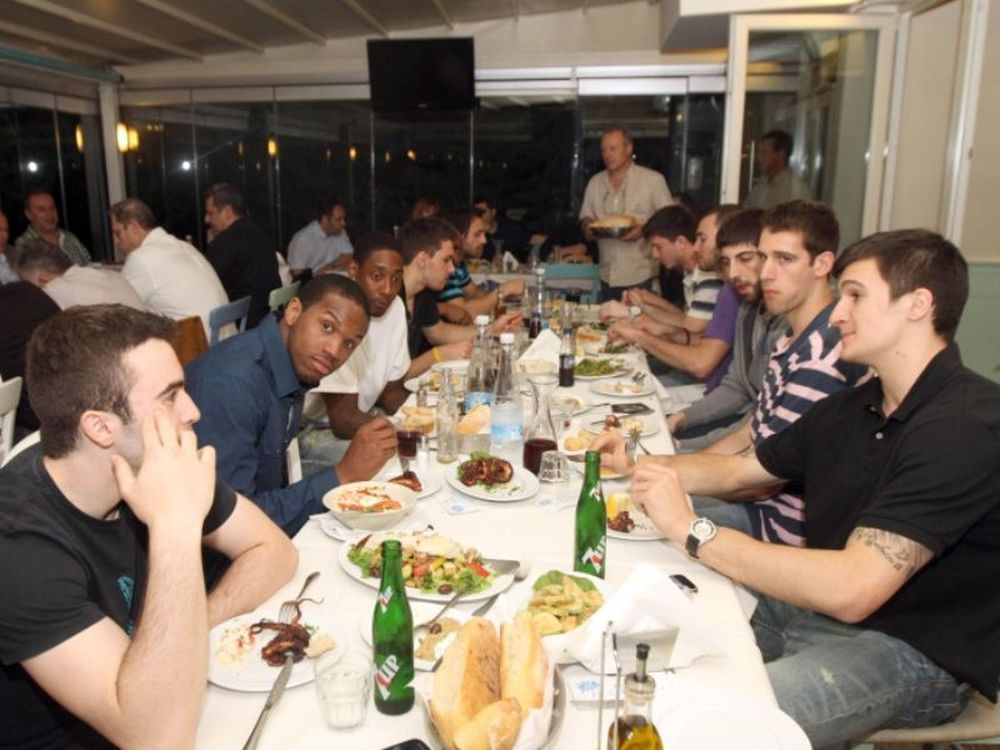 «Ασπρόμαυρο» δείπνο