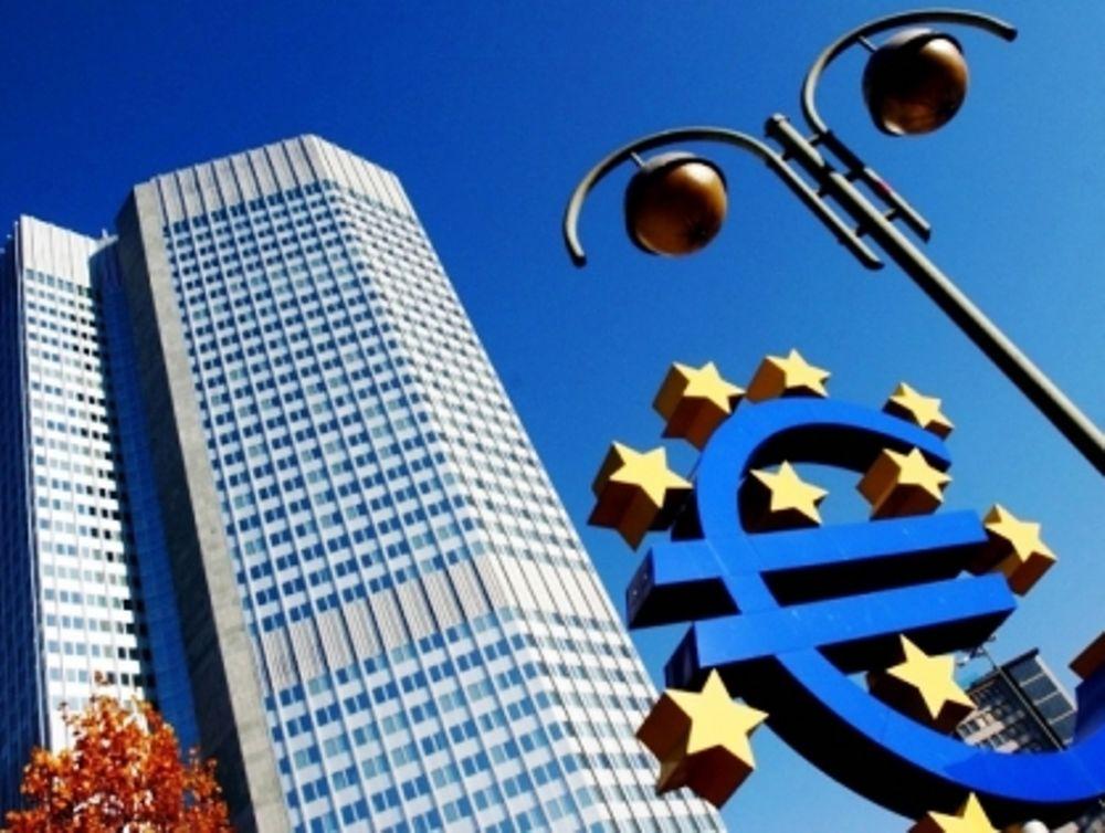 FT: «Η Ελλάδα στην πυρά»