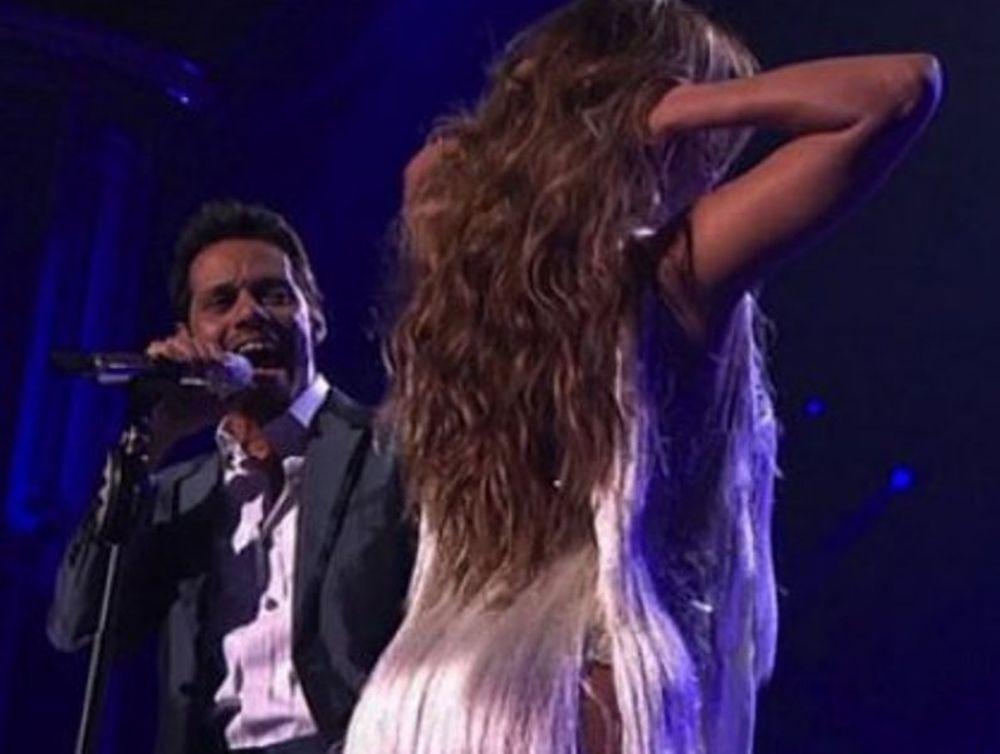 Η Jennifer κρατά τον άνδρα της