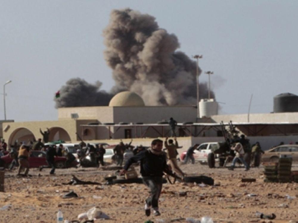 Βομβαρδίζεται ξανά η Τρίπολη