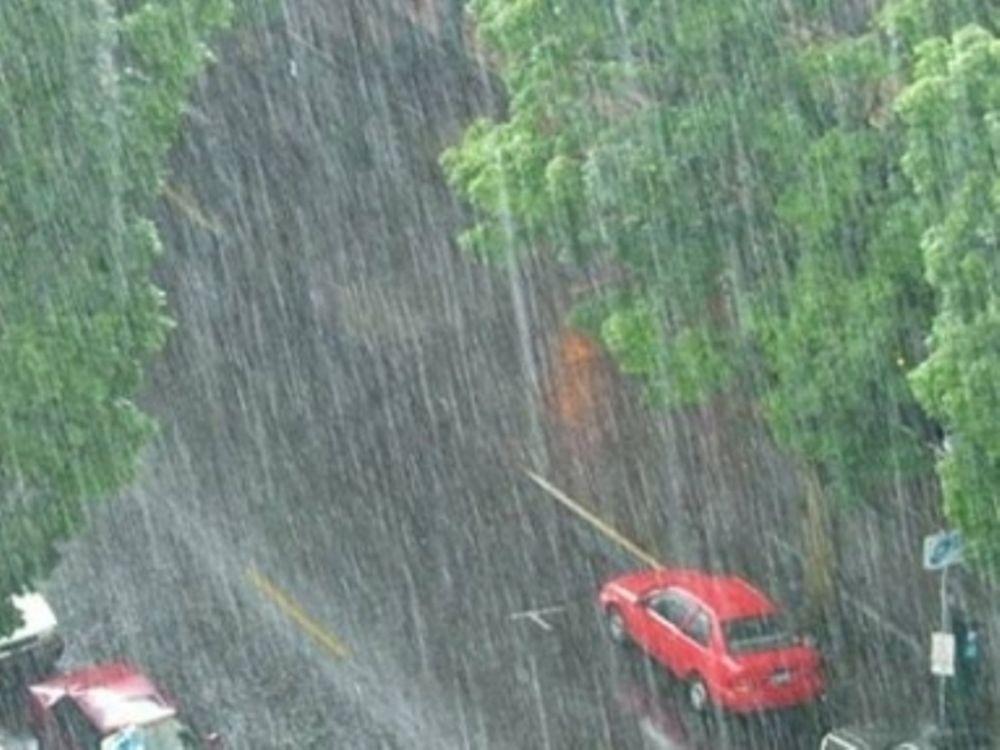 Βροχερός ο καιρός