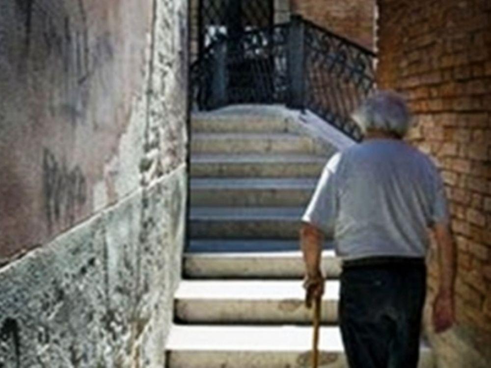 Θύμα απατεώνα ηλικιωμένος