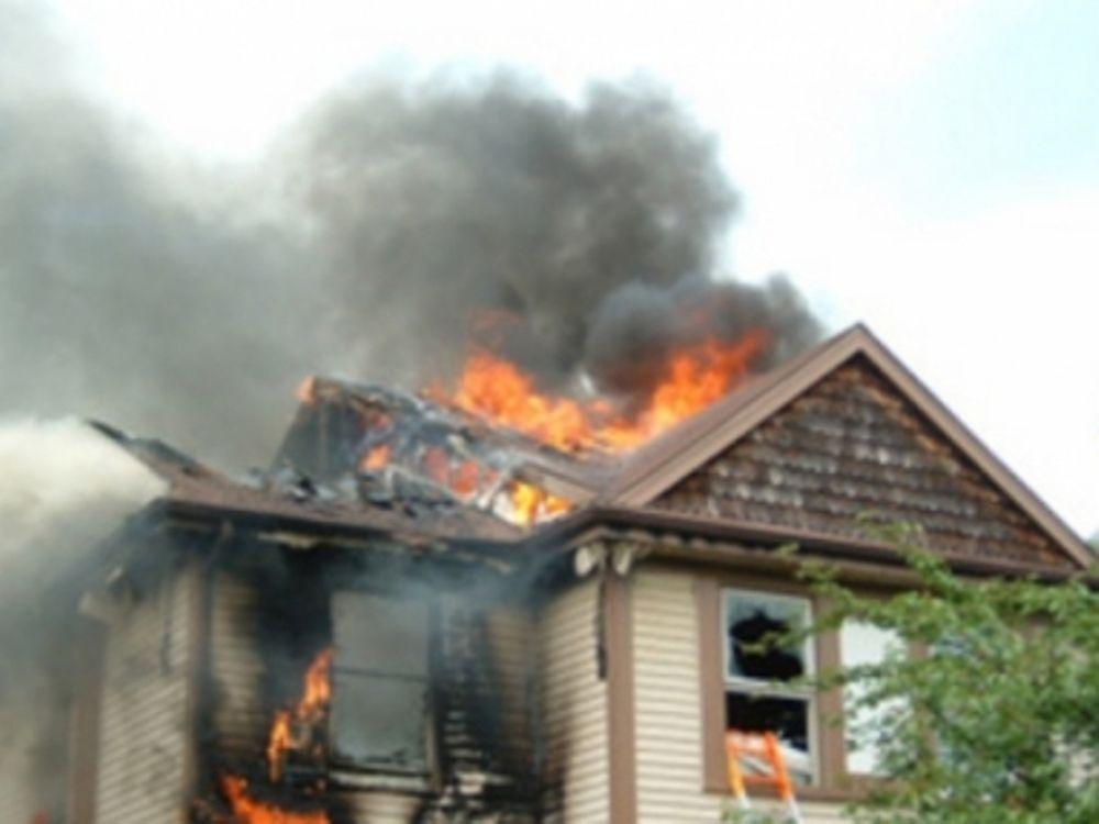 Έκαψε το σπίτι του...
