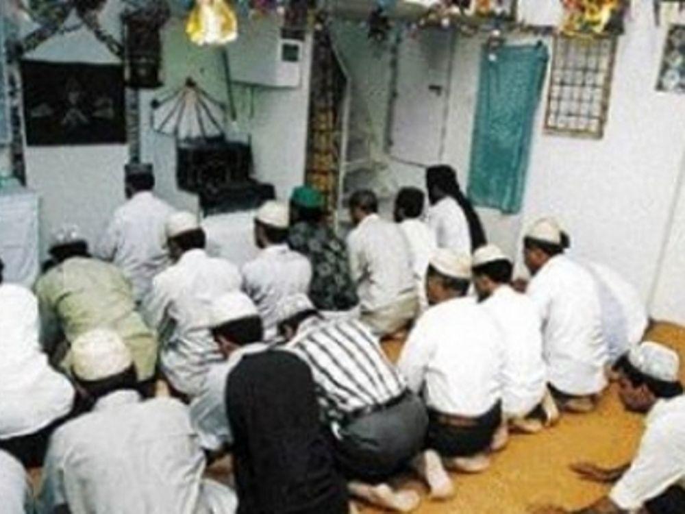 Έβαλαν φωτιά σε τζαμί