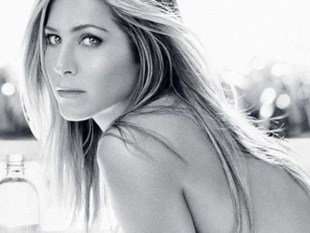 Η τόπλες διαφήμιση της Aniston