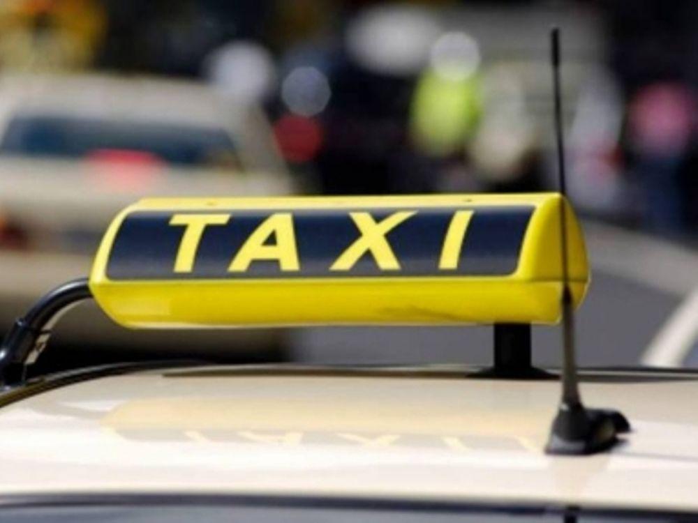 Μαχαίρωσαν οδηγό ταξί