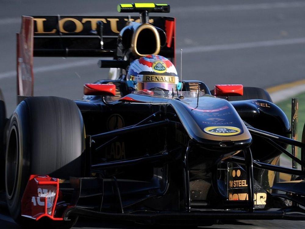 Μένει στα χρώματά της η Renault
