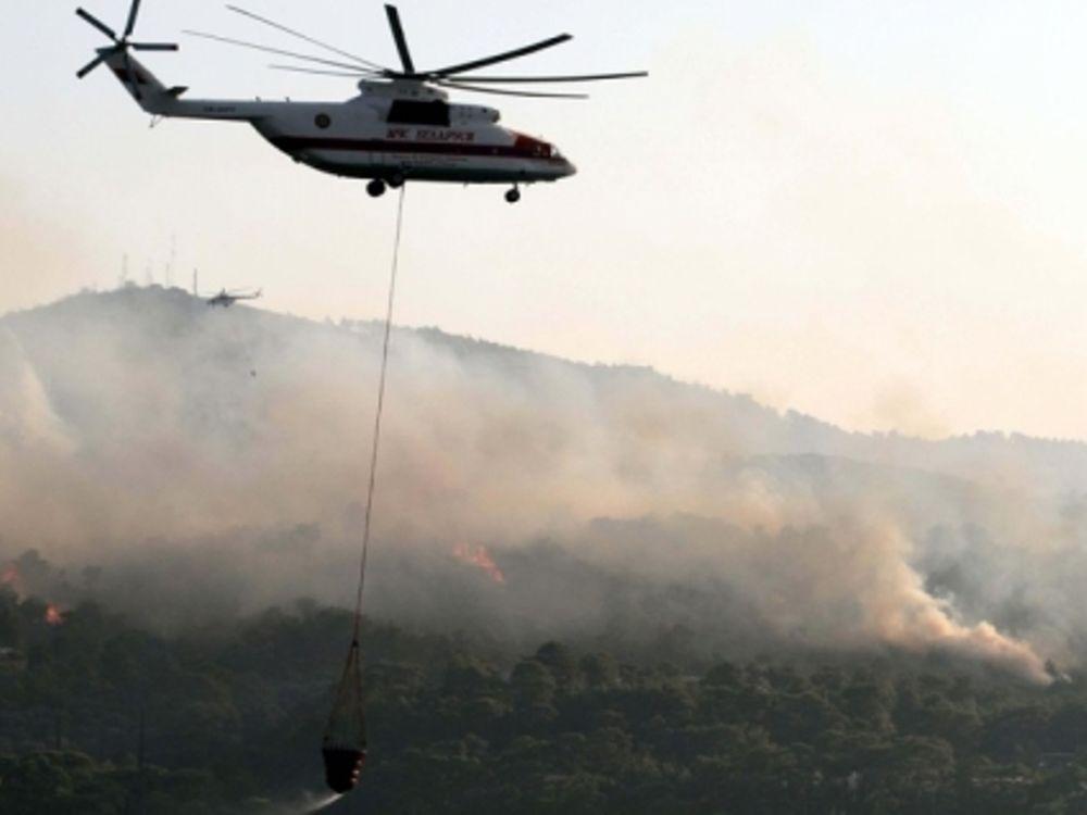 Μαίνεται η πυρκαγιά στην Εύβοια