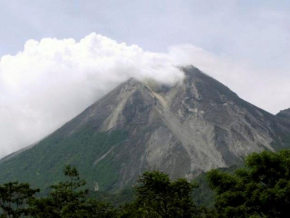 «Ξύπνησε» το ηφαίστειο Λοκόν