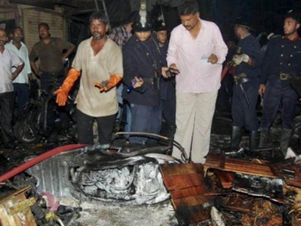 19 νεκροί από έκρηξη στη Βομβάη