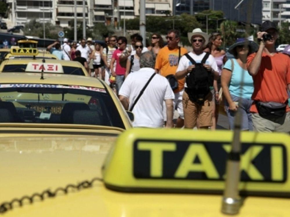 Χάος διαρκείας από οδηγούς ταξί