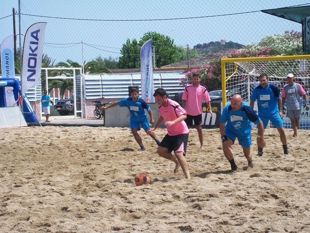 Δίδαξαν beach soccer!