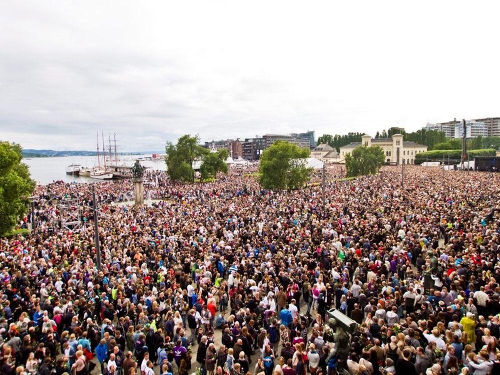 Χιλιάδες στην πορεία στο Όσλο