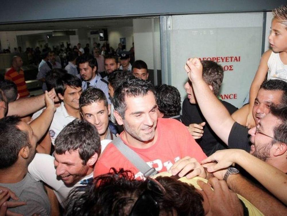 Αποθέωση στο αεροδρόμιο! (photos)