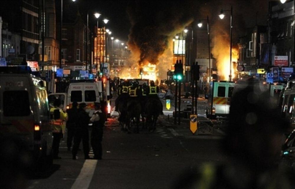 Στις φλόγες το βόρειο Λονδίνο