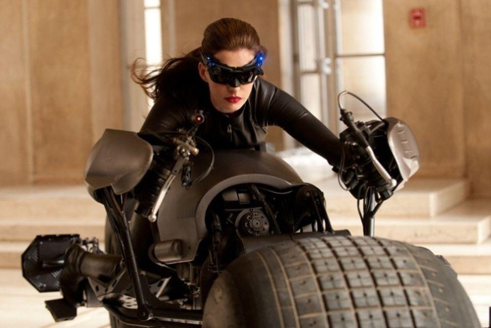 Η Αν Χάθαγουεϊ είναι η Catwoman