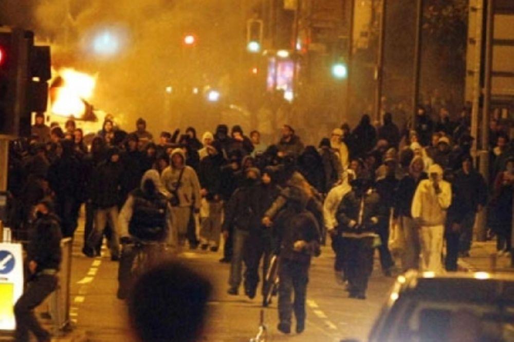 Ένας νεκρός στις ταραχές του Λονδίνου