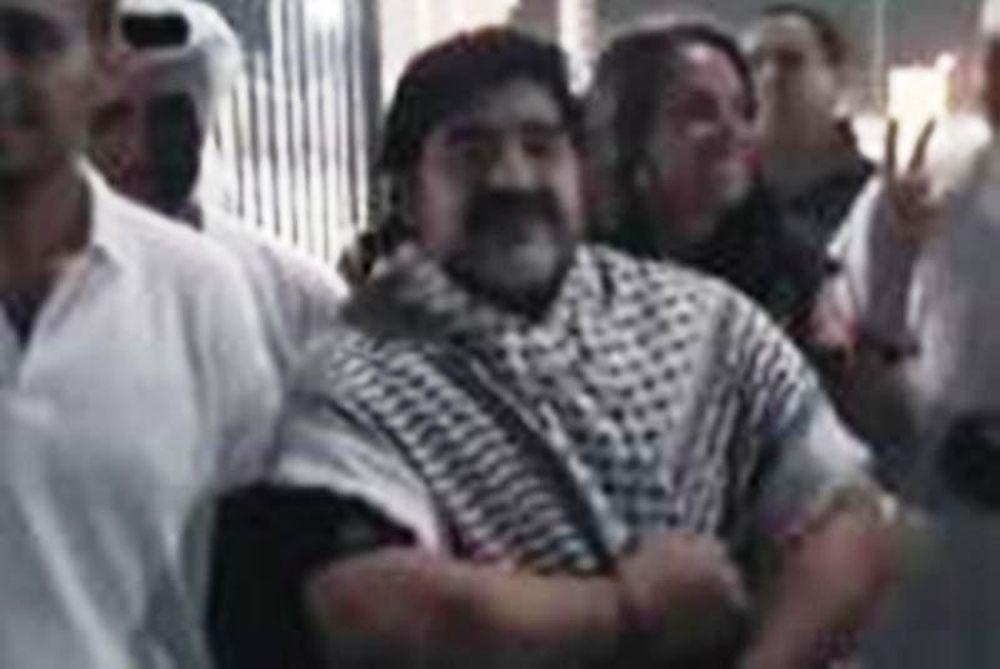 Ο Μαραντόνα με παλαιστινιακή μαντίλα!