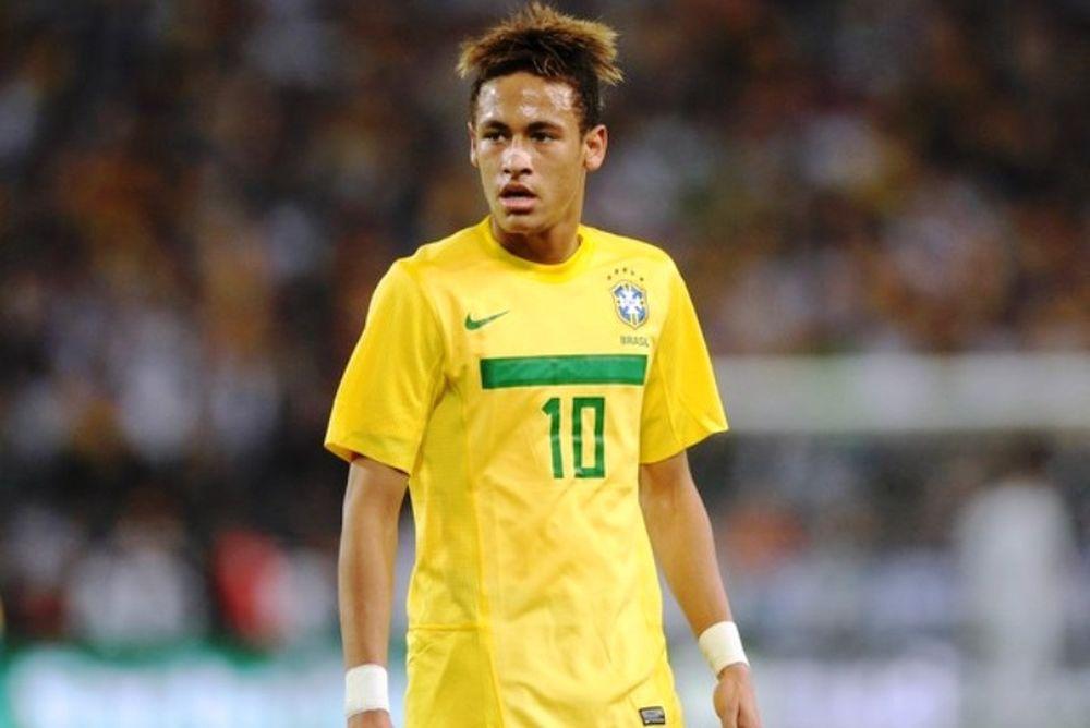Νεϊμάρ: «Με τιμά, αλλά μένω Βραζιλία»