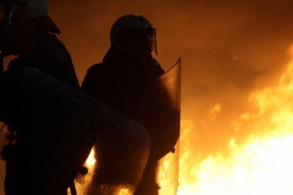 Επίθεση με μολότοφ σε αστυνομικούς