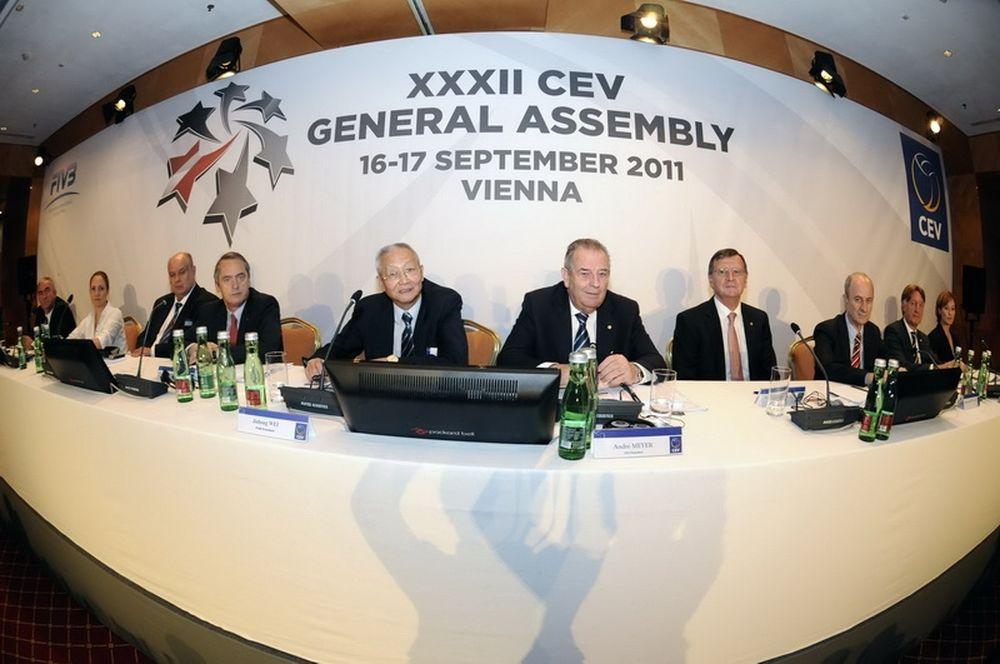 Με δύο Έλληνες οι επιτροπές της CEV
