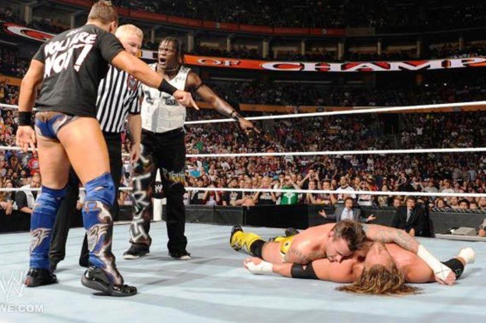 Το… μπέρδεμα στο Night Of Champions