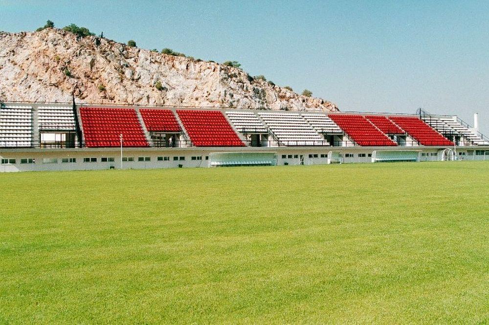 «Τρέχουν» με το γήπεδο στην Καισαριανή