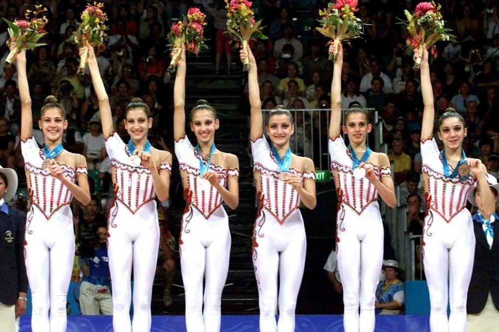 Τα κορίτσια που χόρεψαν τον κόσμο… συρτάκι! (video+photo)
