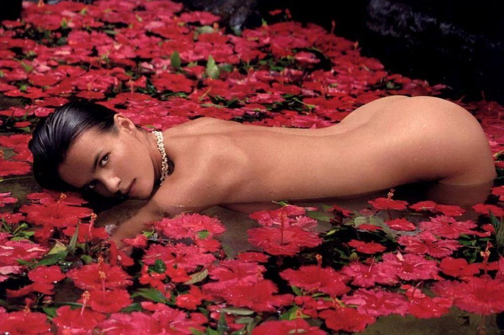 Θρύλος στο Playboy! (photos)