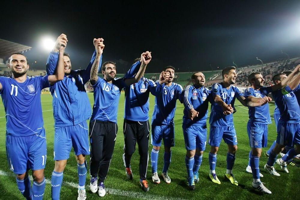 Οι Έλληνες τραγουδούν ακόμα... (videos + photos)