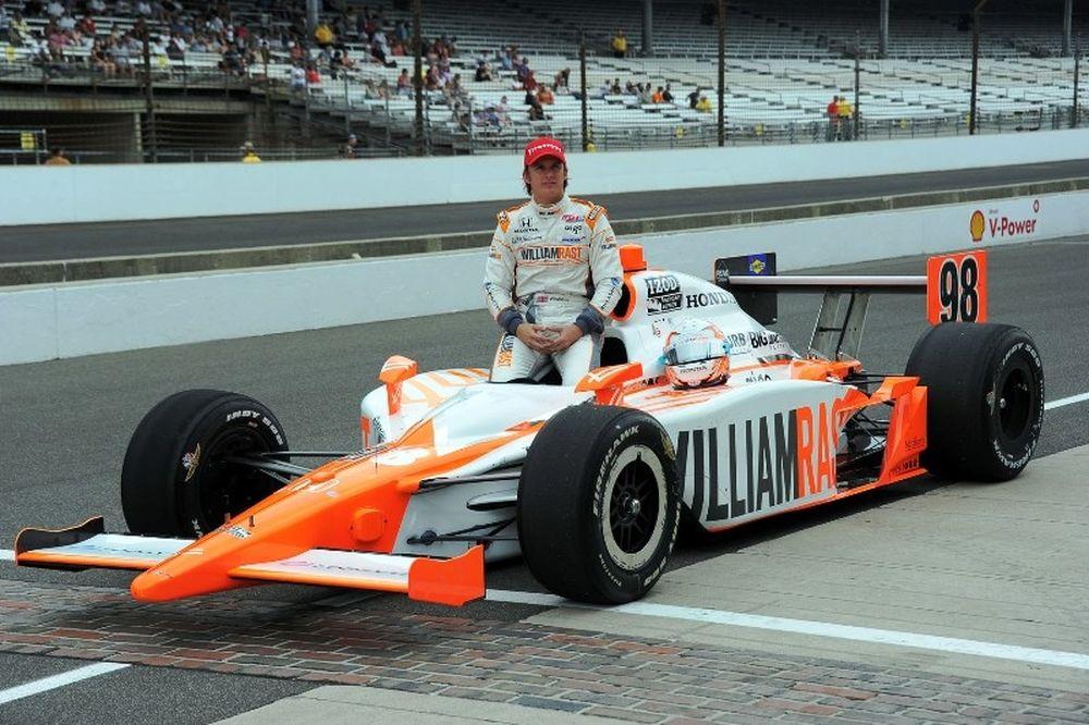 Σκοτώθηκε ο D. Wheldon σε αγώνα IndyCar! (video)