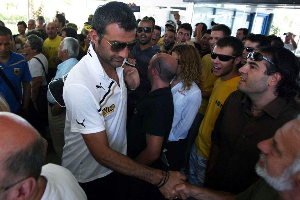 Υποδοχή με πανό για την ΑΕΚ στην Κρήτη