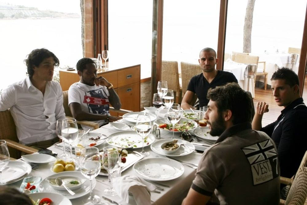 Τους «τραπέζωσαν» Τζεμπούρ και Μιραλάς (photos+video)