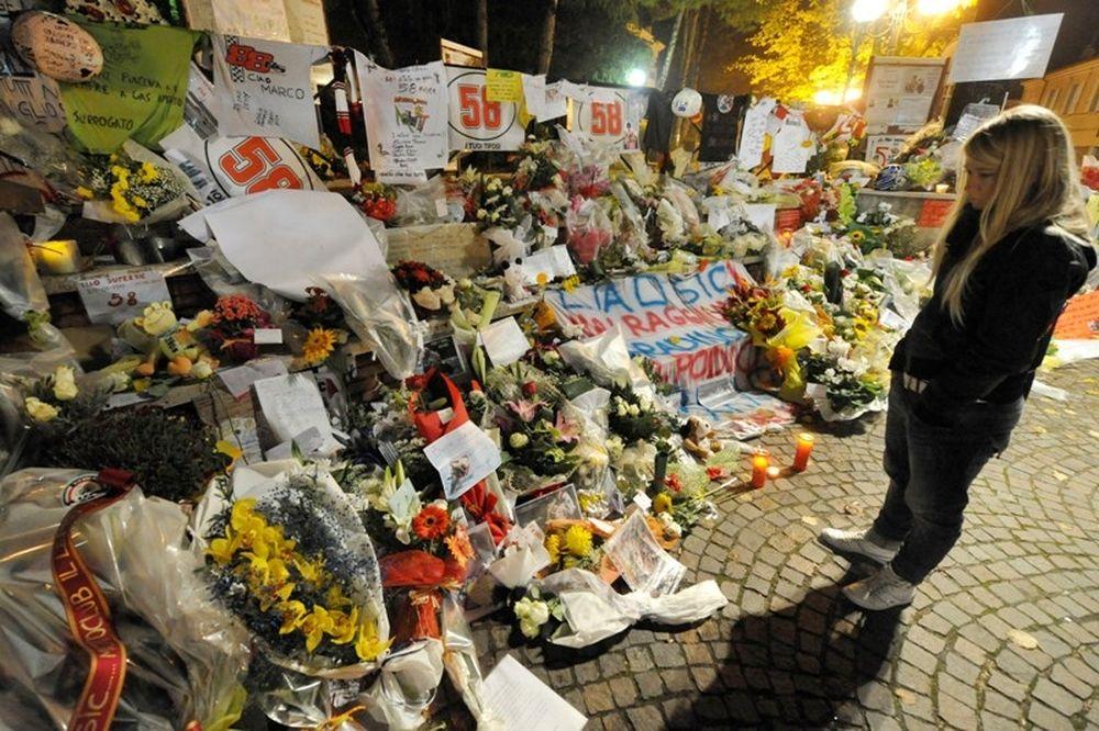 MotoGP: Περισσότερα από 60.000 άτομα στην κηδεία του Σιμονσέλι