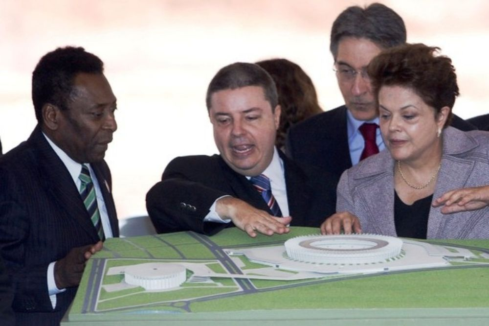 Πελέ: «Η Βραζιλία δεν είναι έτοιμη»